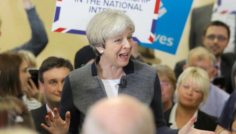 Оговорка по Фрейду: Тереза Мэй хочет оградить Великобританию от туристов фото:businessinsider