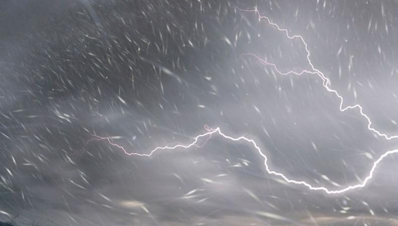 Британское метеобюро предупредило о снежных грозах