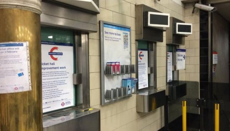 Решение о закрытии билетных касс в лондонском метро будет пересмотрено фото:bbc.com