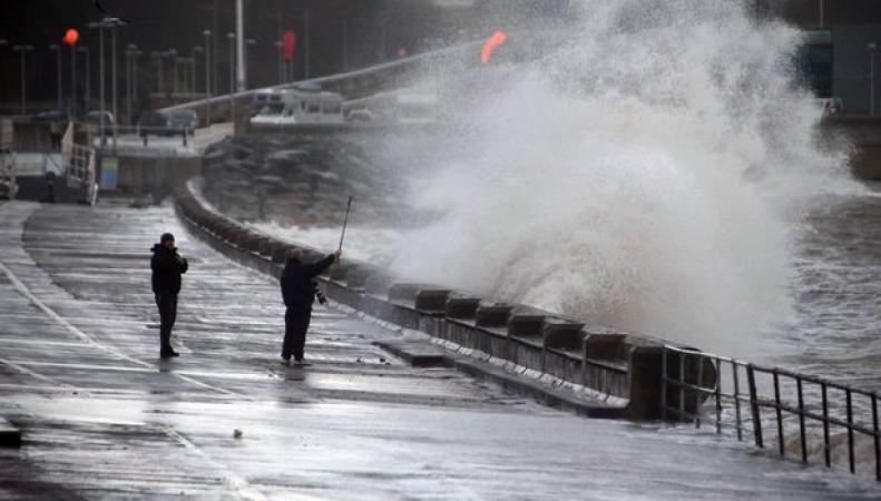 Угроза наводнения объявлена по западу Англии в связи с астрономическим приливом фото:mirror.co.uk