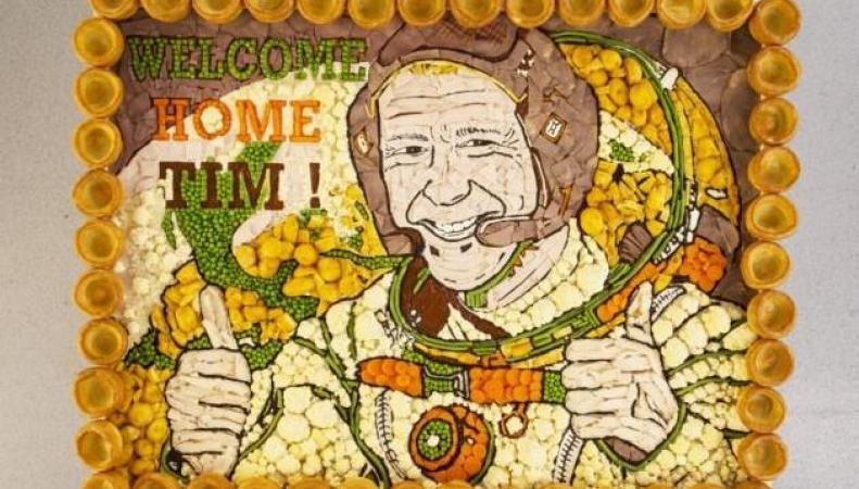 Британские рестораторы создали мясной портрет космонавта Тима Пика фото: telegraph.co.uk