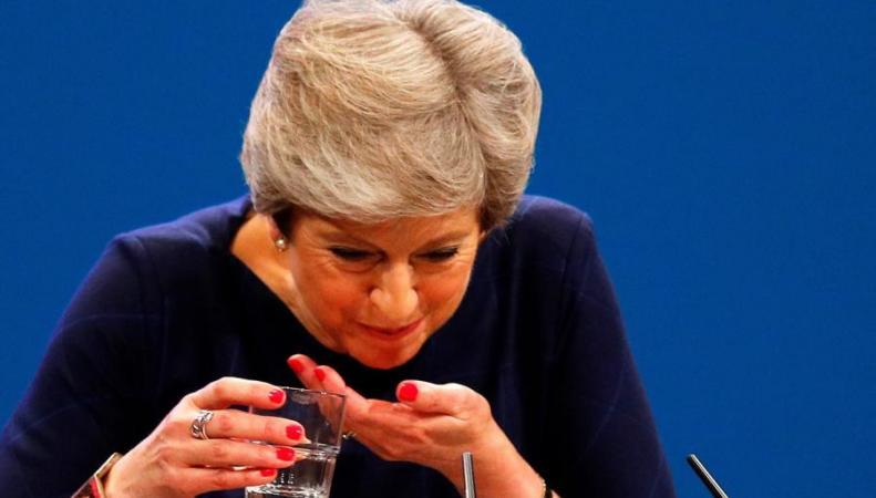 Терезу Мэй от отставки отделяют пятнадцать подписей фото:standard.co.uk
