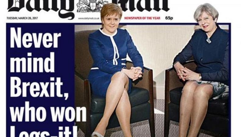 Daily Mail назвала встречу Терезы Мэй и Николы Стерджен «войной коленок» фото:dailymail