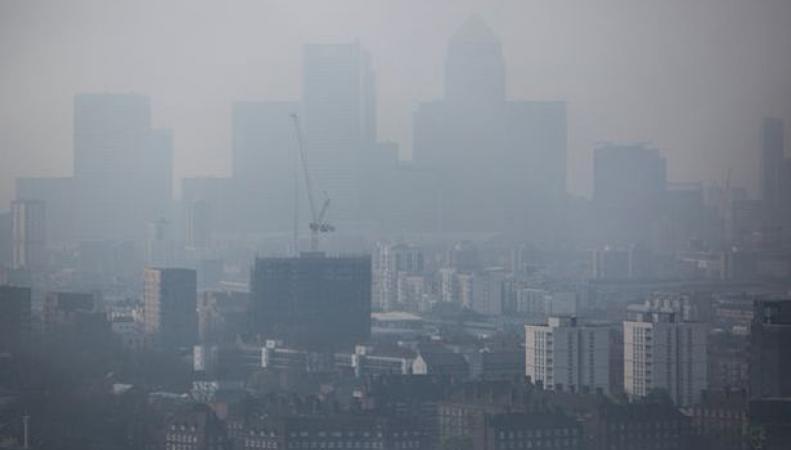 Теплый ветер принесет в Великобританию опасное облако фото:mirror.co.uk