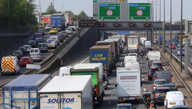 Британские дорожные пробки вошли в число самых длинных в мире