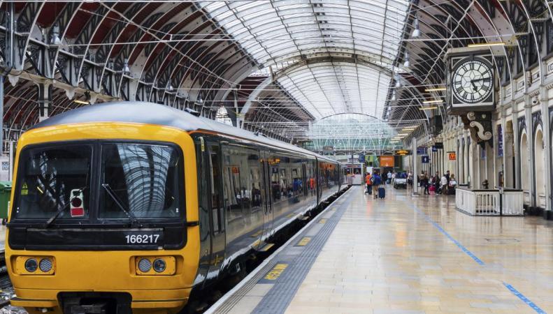 Британским пассажирам компенсируют пятнадцатиминутные опоздания поездов  фото:independent.co.uk