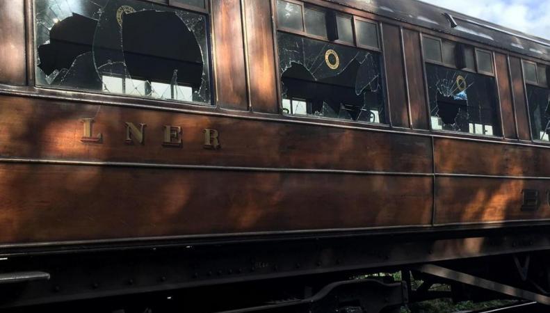 Исторический поезд подвергся нападению вандалов в Северном Йоркшире фото:standard.co.uk