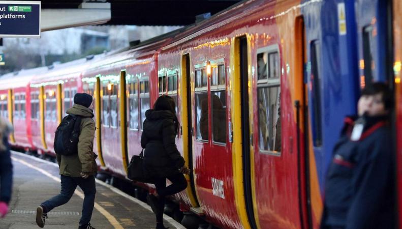 В Великобритании подорожали железнодорожные проездные билеты фото:independent.co.uk