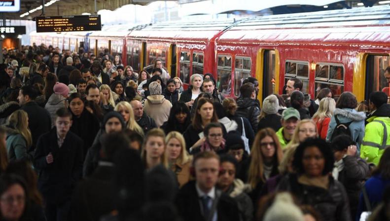 Пассажиры британских железных дорог переплачивают вчетверо по сравнению с жителями ЕС фото:standard.co.uk