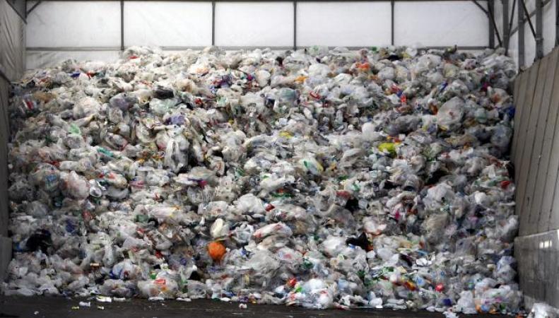 Плата за пластиковые пакеты будет внедрена во всех магазинах Великобритании