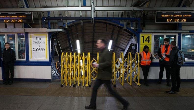 Забастовка железнодорожных операторов нарушила график движения поездов в Англии