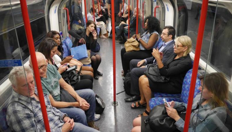 фото пассажиров в метро жизни
