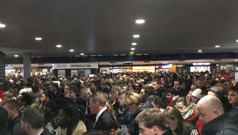«Худший день для поездок»: Лондонский метрополитен закрыл семнадцать станций в час-пик фото:standard.co.uk
