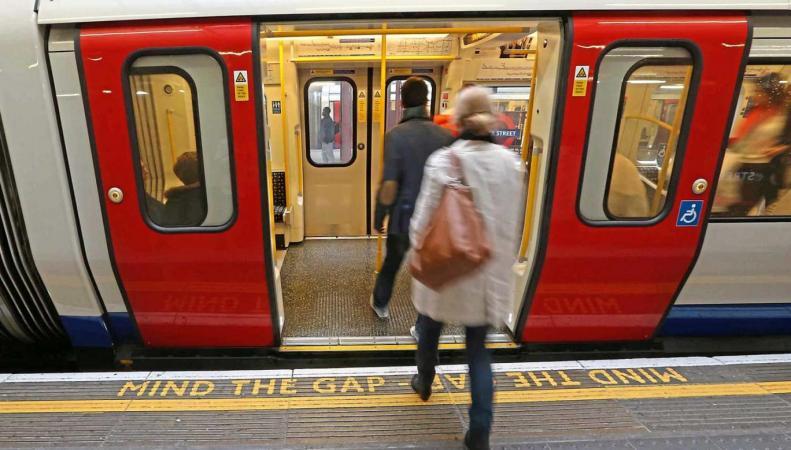Лондонские метропоезда последнего поколения оказались самыми травмоопасными фото:standard.co.uk