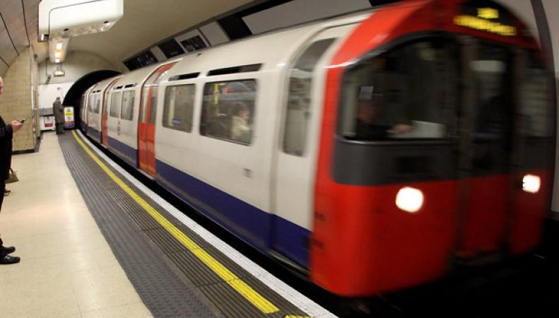 Пожар на станции Moorgate спровоцировал сбой движения по четырем веткам метро фото:dailystar.co.uk