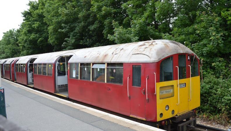 Как доехать к морю на поезде лондонского метро фото:londonist.com