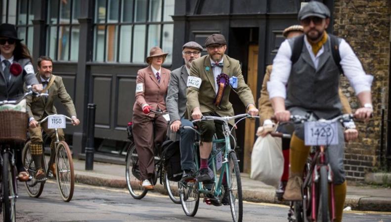 Велопробег в стиле ретро состоялся в центре  Лондона фото:bbc.com