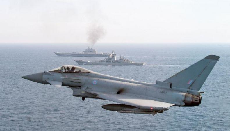 Британские  истребители брошены на перехват российских военных самолетов фото:independent