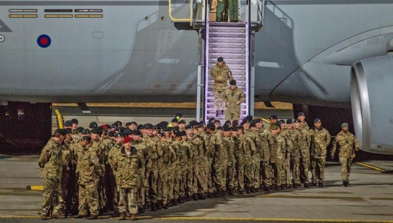Британские солдаты перебазированы на восток для защиты Эстонии от России фото:itv