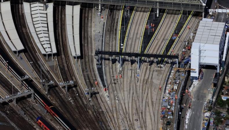 Открытие вокзала Ватерлоо омрачено масштабным сбоем автоматики фото:theguardian