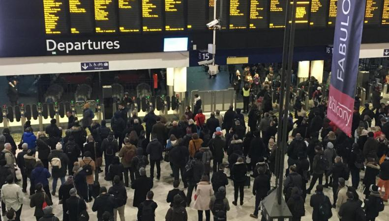 Вокзал Ватерлоо закроется в восемь часов вечера