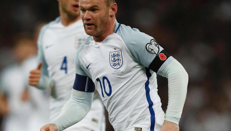 Футбольные федерации Англии оштрафовали замаки вчесть погибших навойне
