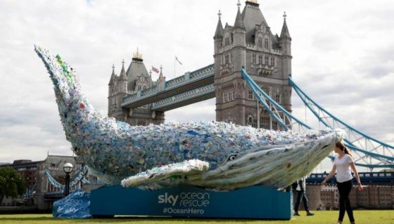 Возле Тауэрского моста появился десятиметровый кит
