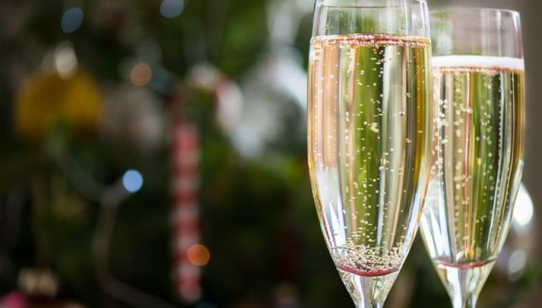 Британские потребители платят самый высокий акциз на новогодний алкогольный набор фото:theguardian.com