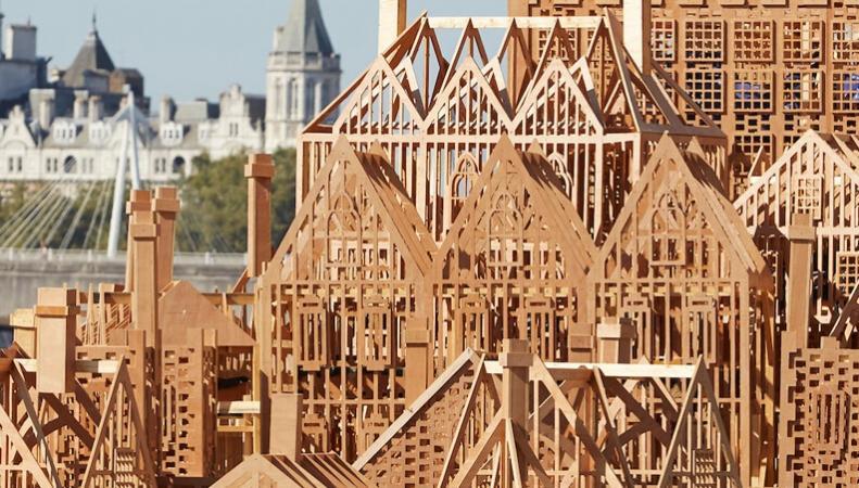 Нанабережной Темзы сожгли масштабный прототип, символизирующий Лондон XVII века