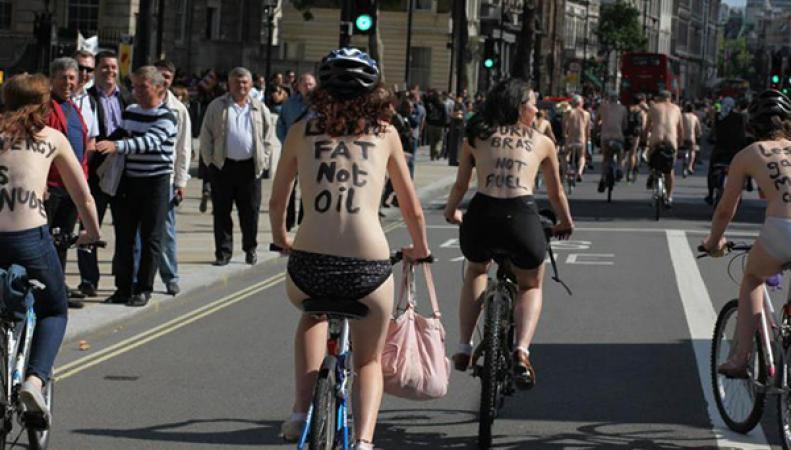Голые велосипедисты в Лондоне