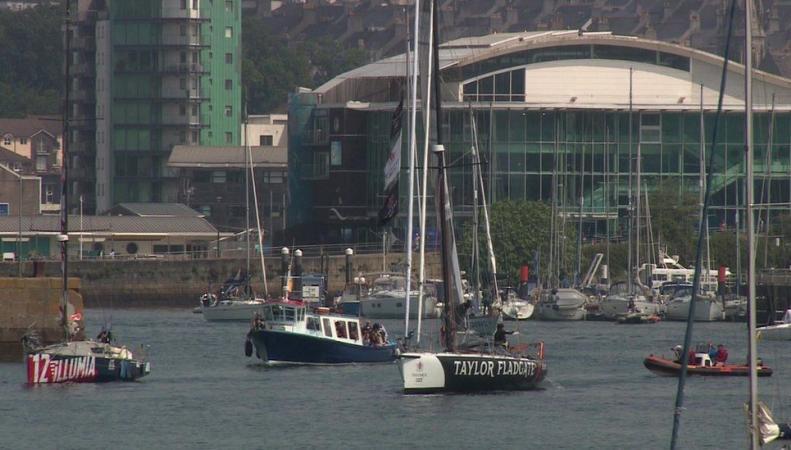 Британская парусная регата попала в страшный шторм в центре Атлантики фото:BBC