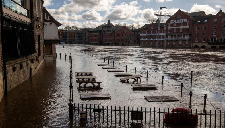 По северу Англии объявлена тревога из-за угрозы наводнений