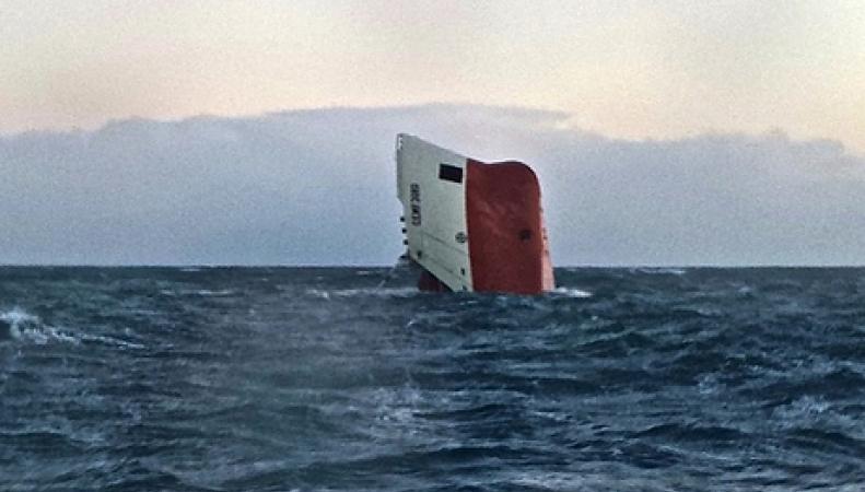 Полузатопленное судно
