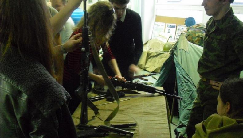 В США после введения санкций жители массово стали скупать продукцию концерна Калашникова