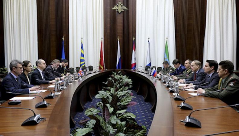 Британия и Россия возобновят военное сотрудничество