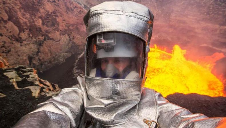 Селфи в жерле вулкана