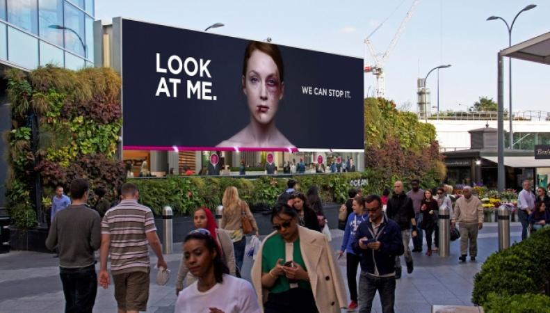Следы побоев исчезают от взглядов прохожих: социальная реклама, которая удивила британцев