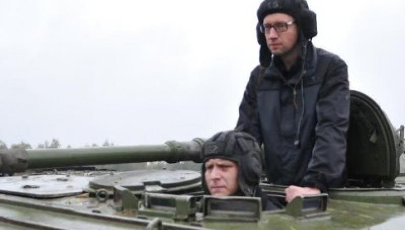 Яценюк зовет на войну Америку и Европу