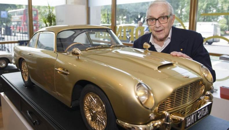 Позолоченный Aston Martin