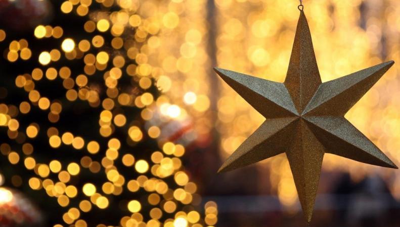 Самую «гламурную» рождественскую звезду украсили 290 бриллиантами