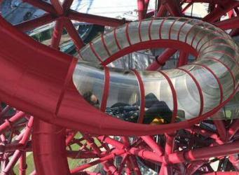 Горка ArcellorMittal Orbit в Олимпийском парке Лондона готова принять первых экстремалов фото:standard.co.uk
