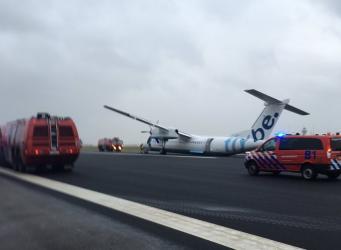 Самолет Flybe из Эдинбурга совершил жесткую посадку в Амстердаме фото:twitter