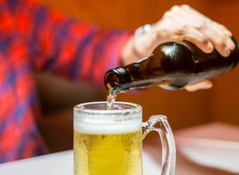 Полное воздержание от алкоголя увеличивает риск деменции, - британские ученые