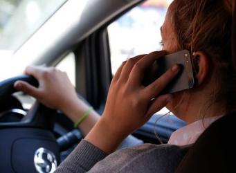В Англии использование телефона за рулем приравняют к убийству в случае ДТП с жертвами фото:theguardian.com