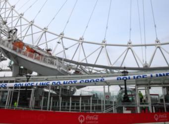 Посетители колеса обозрения London Eye эвакуированы из-за обнаруженной бомбы фото:metro