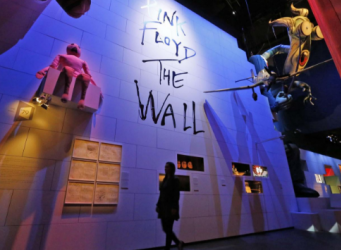 Музей V&A открыл экспозицию, посвященную группе Pink Floyd