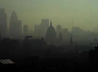 Уровень загрязнения воздуха достиг критической отметки в восьми округах Лондона фото:standard.co.uk