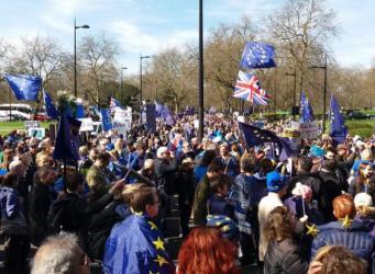Отмены Брекзита в протестном марше потребовали десятки тысяч жителей Великобритании фото:independent